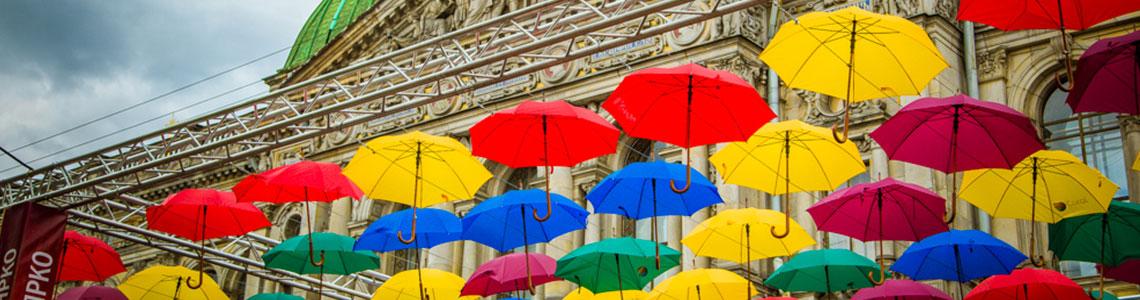 Летняя инсталляция «Аллея парящих зонтиков» 2018